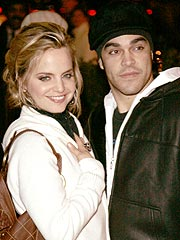 Mena Suvari Steps Out with New Beau | Mena Suvari