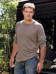 Scott Foley Soldiers On