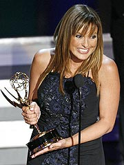 Mariska, Kiefer Score First-Time Emmys | Mariska Hargitay