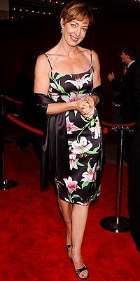 2001: ALLISON JANNEY photo | Allison Janney