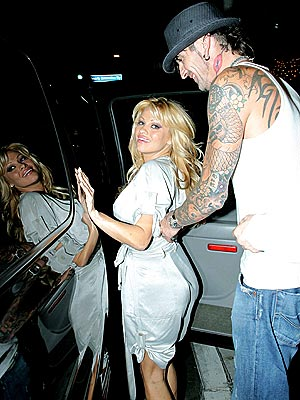 FRIENDLY EXES  photo | Pamela Anderson, Tommy Lee Jones