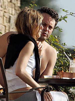 SUN-KISSED photo | Jennifer Aniston, Vince Vaughn