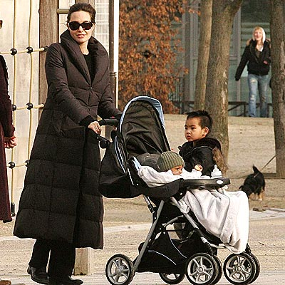 SINGLE PARENT  photo | Angelina Jolie