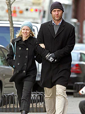 CAPPED OFF photo | Liev Schreiber, Naomi Watts