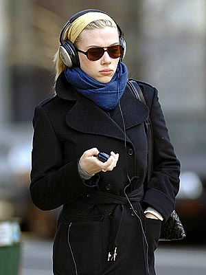 PHONING IT IN photo | Scarlett Johansson