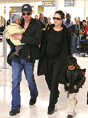 FAMILY TRIP photo | Angelina Jolie, Brad Pitt