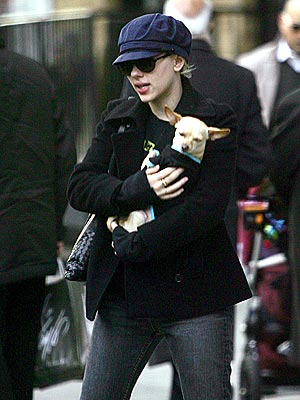 PET CARRIER photo | Scarlett Johansson