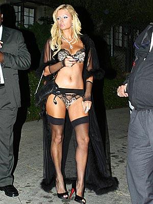 UNDERDRESSED TO IMPRESS photo | Paris Hilton