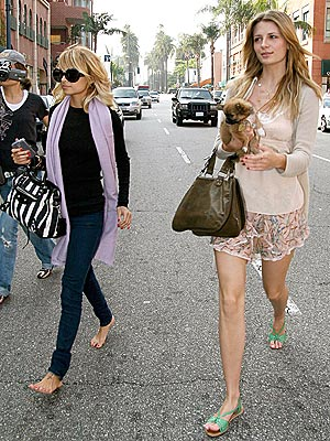 FEET ACCOMPLI  photo | Mischa Barton, Nicole Richie