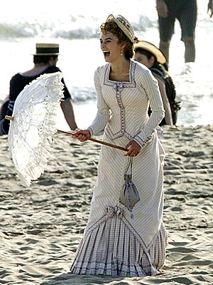 PARASOL STROLL photo | Keira Knightley