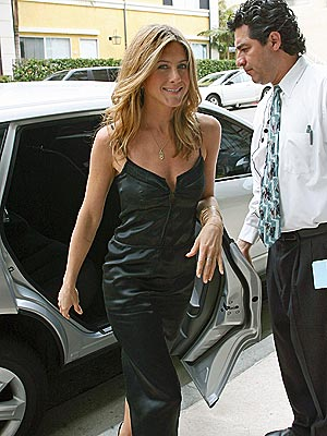 STEPPING OUT photo | Jennifer Aniston
