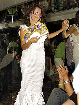 FAN DANCE photo | Penelope Cruz