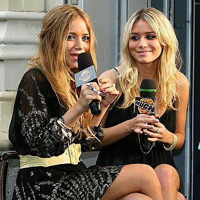 WONDER TWINS  photo | Ashley Olsen, Mary-Kate Olsen