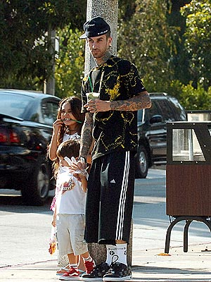 http://img2.timeinc.net/people/i/2006/startracks/060918/travis_barker.jpg