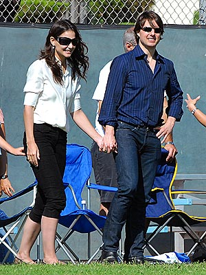 CHEERING SQUAD photo | Katie Holmes, Tom Cruise