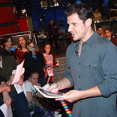 SIGN ON  photo | Nick Lachey