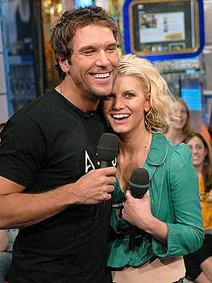 COZY COWORKERS  photo | Dane Cook, Jessica Simpson