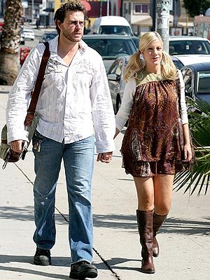 FAMILY PLANNING  photo | Dean McDermott, Tori Spelling