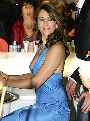 TABLE MANNER  photo | Elizabeth Hurley