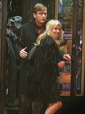 WEATHERING THE STORM  photo | Ewan McGregor, Michelle Williams