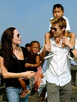angelina jolie and brad pitt baby. Celebrity Baby Fashion