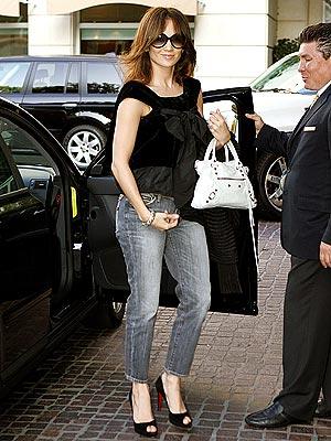 FLIPPING OUT photo   Jennifer Lopez