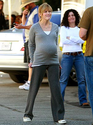 PREGNANT PAUSE photo | Reese Witherspoon