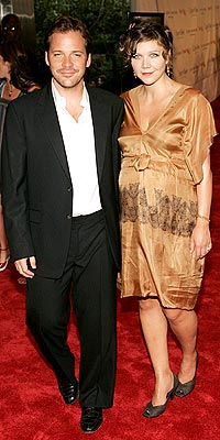 MAGGIE GYLLENHAAL AND PETER SARSGAARD photo   Maggie Gyllenhaal, Peter Sarsgaard