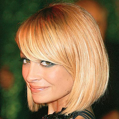 Nicole Richie blonde hair always looks stunning, no matter whether her hair is  curly or straight. With bangs or without.