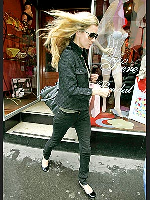 SHOP 'N' GO   photo | Kate Moss