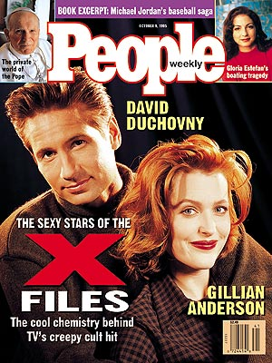 photo | The X-Files, David Duchovny Cover, Gillian Anderson Cover, TV Milestones, TV on Covers, David Duchovny, Gillian Anderson, Gloria Estefan, Pope John Paul II