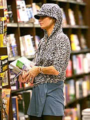 Paris Hilton Goes Book Shopping in L.A. | Paris Hilton