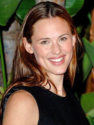 http://img2.timeinc.net/people/i/2007/features/qa/jennifer_garner300.jpg