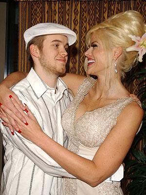 A MOTHER'S LOVE photo | Anna Nicole Smith