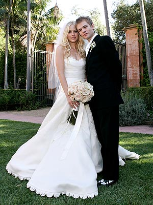Avril Lavigne married to Deryck Whibley