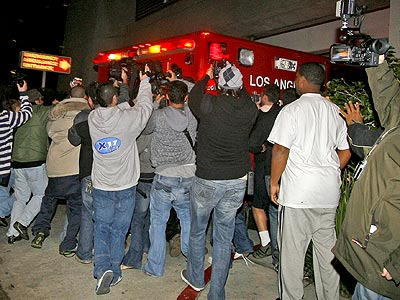 PAPARAZZI SURROUND THE SCENE OUTSIDE CEDARS-SINAI  photo | Britney Spears