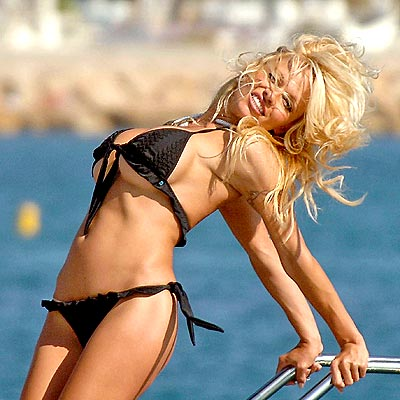 BEACHED BABE photo | Pamela Anderson