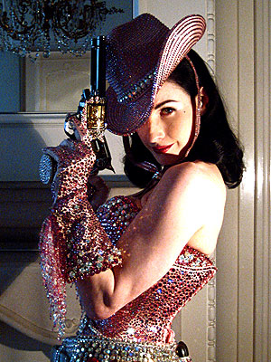 GUNNIN' FOR GLAMOUR photo | Dita Von Teese