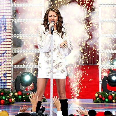 http://img2.timeinc.net/people/i/2007/gallery/holiday/miley_cyrus.jpg