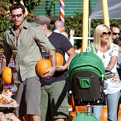 DOUBLE SCOOP photo | Dean McDermott, Tori Spelling