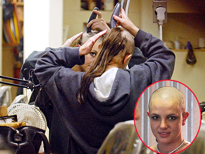 BRITNEY SHAVES HER HEAD photo