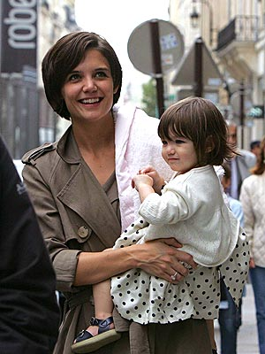 SHOP GIRLS photo | Katie Holmes, Suri Cruise