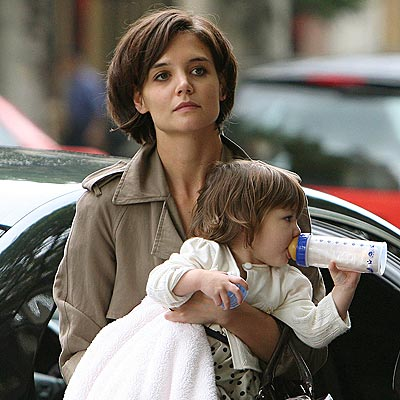 SNACK TIME  photo | Katie Holmes, Suri Cruise