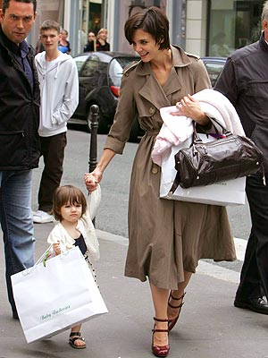 MS. INDEPENDENT photo | Katie Holmes, Suri Cruise