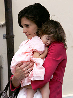 TUCKERED OUT photo | Katie Holmes, Suri Cruise