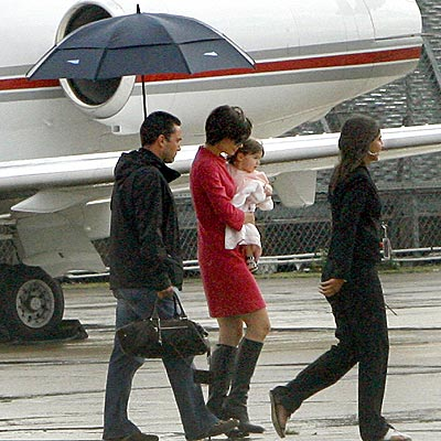 AND THEY'RE OFF photo | Katie Holmes, Suri Cruise