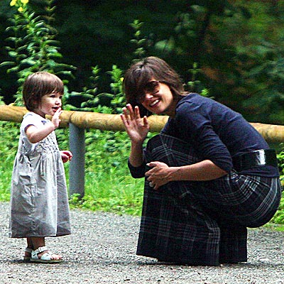 DOING THE WAVE photo | Katie Holmes, Suri Cruise