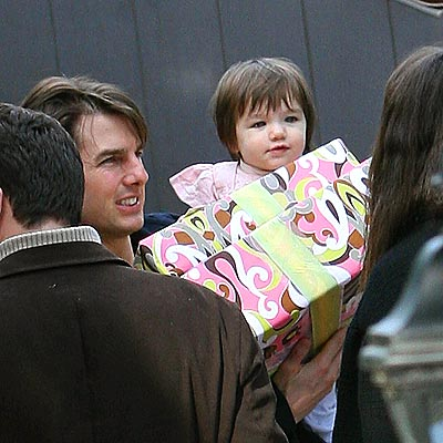 BIRTHDAY GIRLS photo | Suri Cruise, Tom Cruise