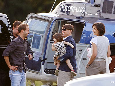 FREQUENT FLIER photo | Katie Holmes, Suri Cruise, Tom Cruise