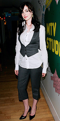 TREND TO LOSE: VESTS  photo | Anne Hathaway